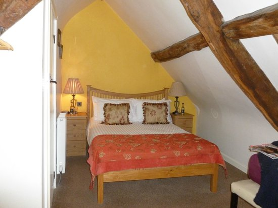 Kings Arms: double room in the eaves