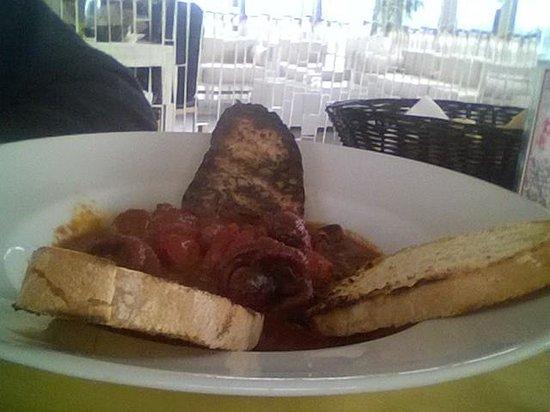 Spartaco : Zuppetta di moscardini con pane carbonizzato