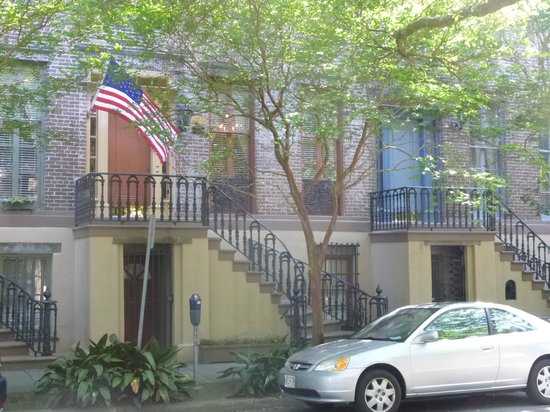 Savannah Bed & Breakfast Inn: View from Street