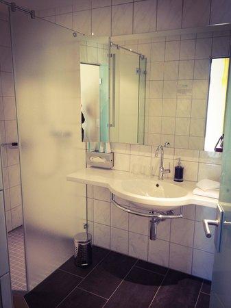 Parkhotel Oberhofen: Dusche