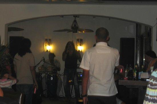 Viking Restaurant & Bar : live band
