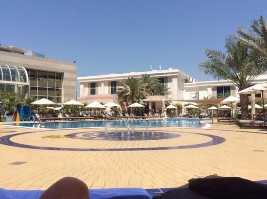 Le Royal Meridien Abu Dhabi : poolside