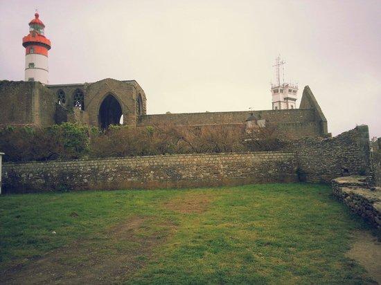Pointe Saint Mathieu: Le phare St Mathieu, le phare militaire, l'abbaye.