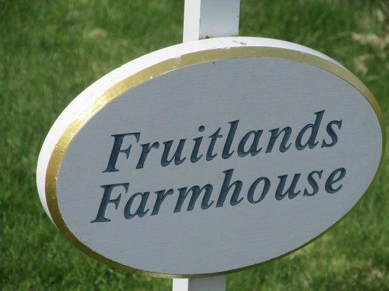 Fruitlands Museum : Sign