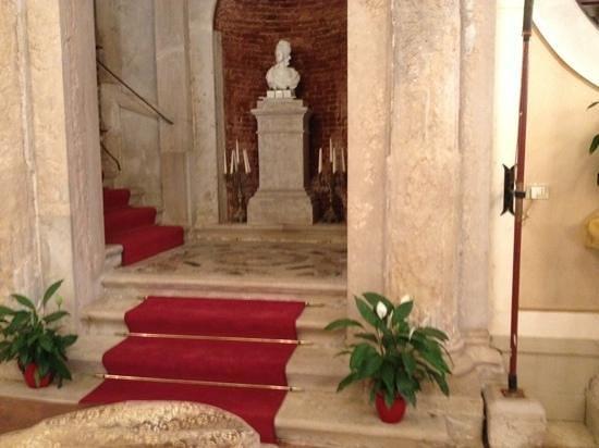 Hotel Palazzo Abadessa : trap naar verdieping