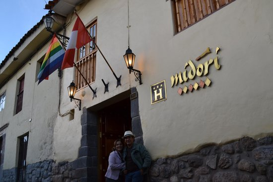 Midori Hotel: EM FRENTE AO HOTEL MIDORI