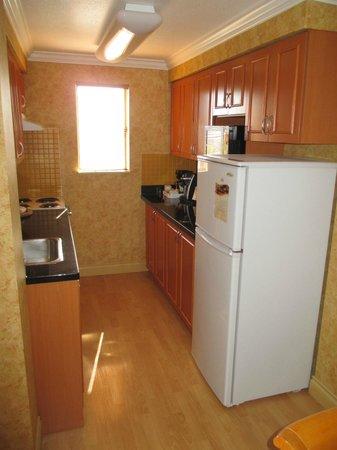 Sunset Inn and Suites: Kitchen