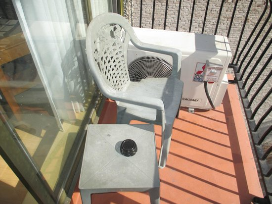 Sunset Inn and Suites: Balcony