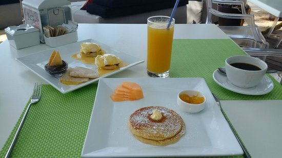 Mosquito Beach Restaurant and Beach Club : benedictinos and hot cakes
