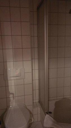Mellingen, Deutschland: Ванная с душевой кабинкой