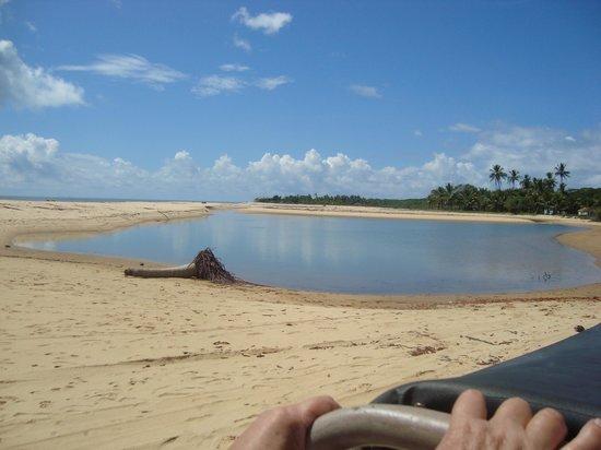 Corumbau Beach: Chegando para atravessar de canoa até a Ponta do Corumbau