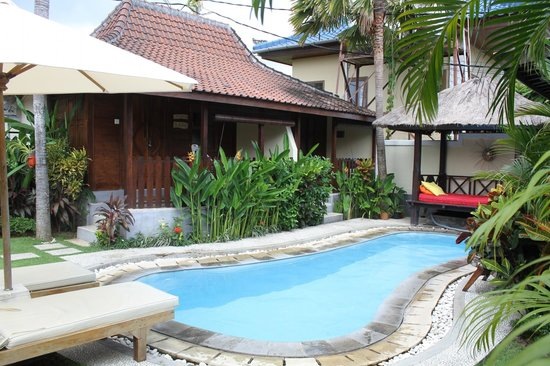 Andy's Surf Villa and Bungalows: The lovely cool pool