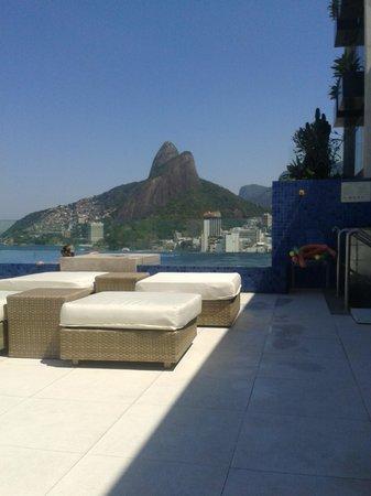 Praia Ipanema Hotel: vista da área da piscina na cobertura do hotel para o morro dois irmãos/vidigal