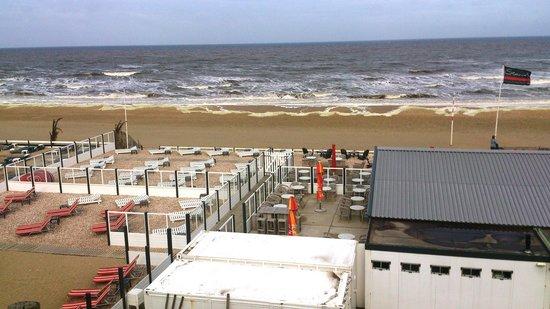 NH Zandvoort: Strand vor NH Hotel