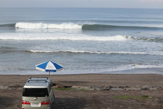 Andy's Surf Villa and Bungalows: More perfection down the beach