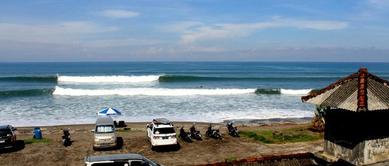 Andy's Surf Villa and Bungalows: Perfect waves out the front