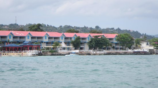 Sandals Montego Bay: almonds building