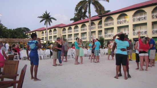 Sandals Montego Bay: Beach Party
