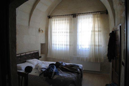 View Cave Hotel: cama comodisima