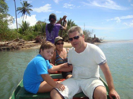Corumbau Beach: Atravessando de canoa até a ponta