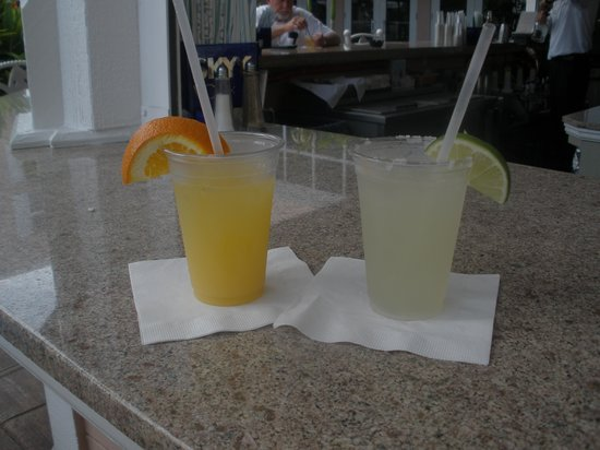 DoubleTree by Hilton Hotel Grand Key Resort - Key West: First drinks at the pool bar :)