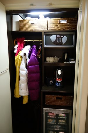 The Kensington: Closet space - couldn't hang out clothes