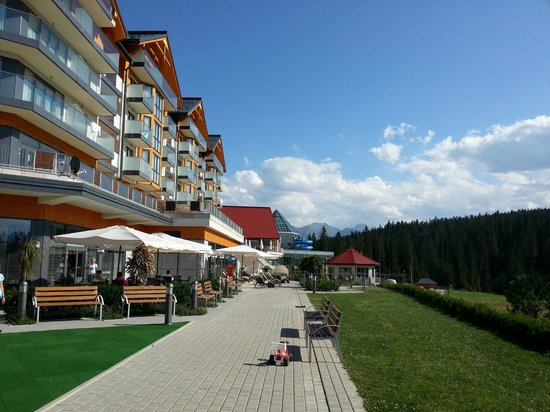 Hotel BUKOVINA: Widok hotelu od strony term.