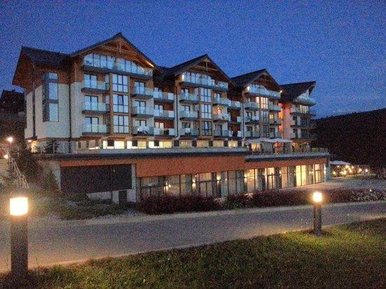 Hotel BUKOVINA: Hotel nocą.