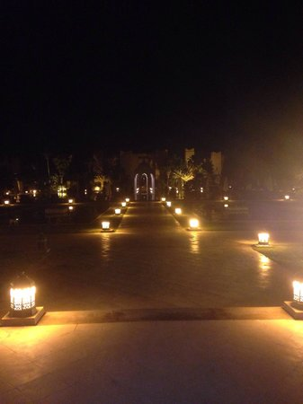 Sahara Palace Marrakech: Grounds at night