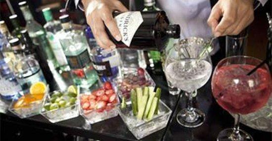 Cafeteria Euromar: gin tonics