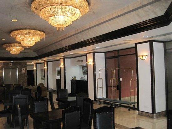 Taormina Hotel and Casino: Lobby