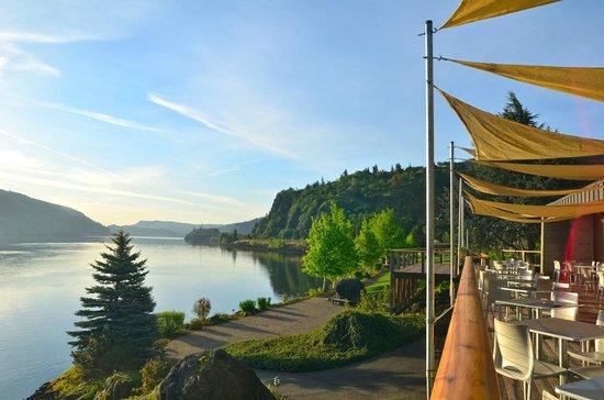 BEST WESTERN PLUS Hood River Inn: Morning views from Riverside's deck