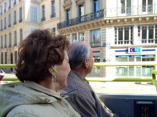 L'Open Bus Tour : Joyce and Steve enjoying the views.