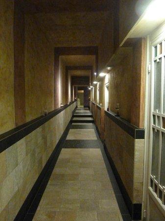 Grand Hotel Nizza et Suisse : corridoio d'ingresso alla spa