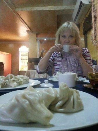 Albatros : Завтрака в отеле нет, но рядом множество кафешек