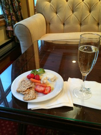 Hotel Elysee by Library Hotel Collection : Wine reception includes champagne