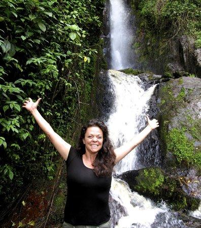 Nkuringo Bwindi Gorilla Lodge: A hike in the area