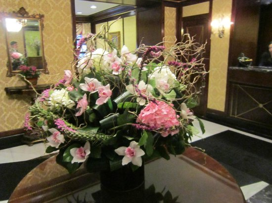 Hotel Elysee by Library Hotel Collection: Lobby fresh flowers are beautiful