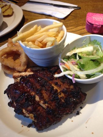 Premier Inn Tamworth Central Hotel: Dinner at the restaurant Chicken & Ribs - cooked to perfection 😋