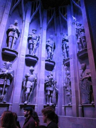 Warner Bros. Studio Tour London - The Making of Harry Potter: Hogwarts statues