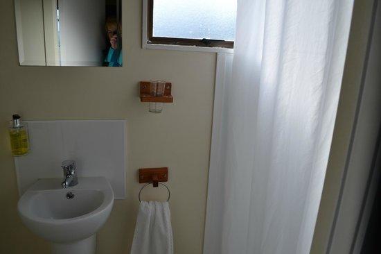Adventure Lodge & Motel : Bathroom
