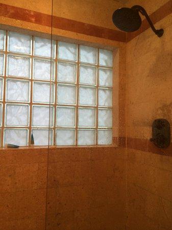 Bagno con finestra vetrocemento e aspirazione forzata   foto di ...
