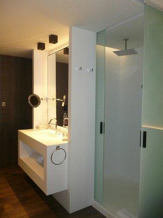 Hotel Olivia Balmes: Doccia e bagno