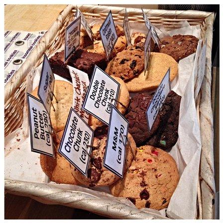 Insomnia Cookies: Cookies