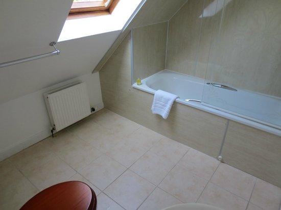The Torridon Inn : Room 23 bathroom