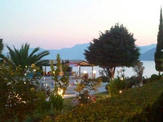 Cliff Bay Hotel: Evening at Cliff Bay
