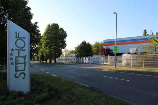 Hotel Seehof: Industrial surroundings