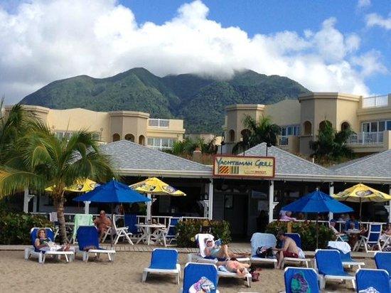 The Hamilton Beach Villas & Spa: the beachside Yachtsman Grill & Hamilton Beach Villas in Nevis, West Indies
