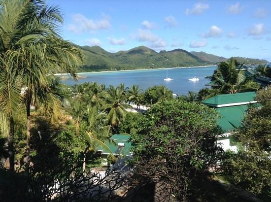 Hotel L'Archipel: vue de la chambre, en face la plage de la cote d'or !
