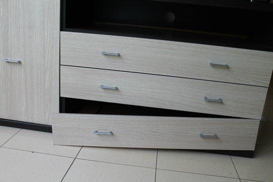 Apartaments Lloveras: Le seul meuble.. cassé